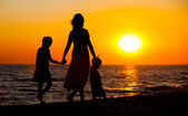 Mother and her kids silhouettes — Stock Photo