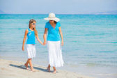 Mother and her daughter having fun on beach — Stock Photo