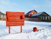 Escudo de bombero rojo en la aldea — Foto de Stock