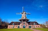 Grande moinho holandês — Fotografia Stock