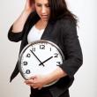 年轻的专业人士举行一个时钟 — 图库照片