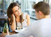 Dating paar in einem restaurant — Stockfoto
