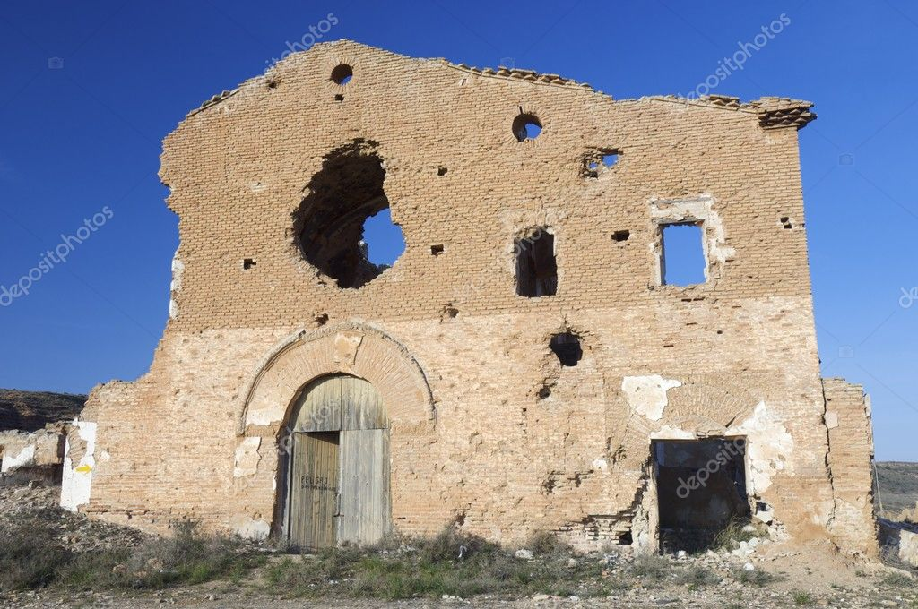 Demolished house in a bombing during the Spanish Civil War, belchite — Stock Photo #8327336