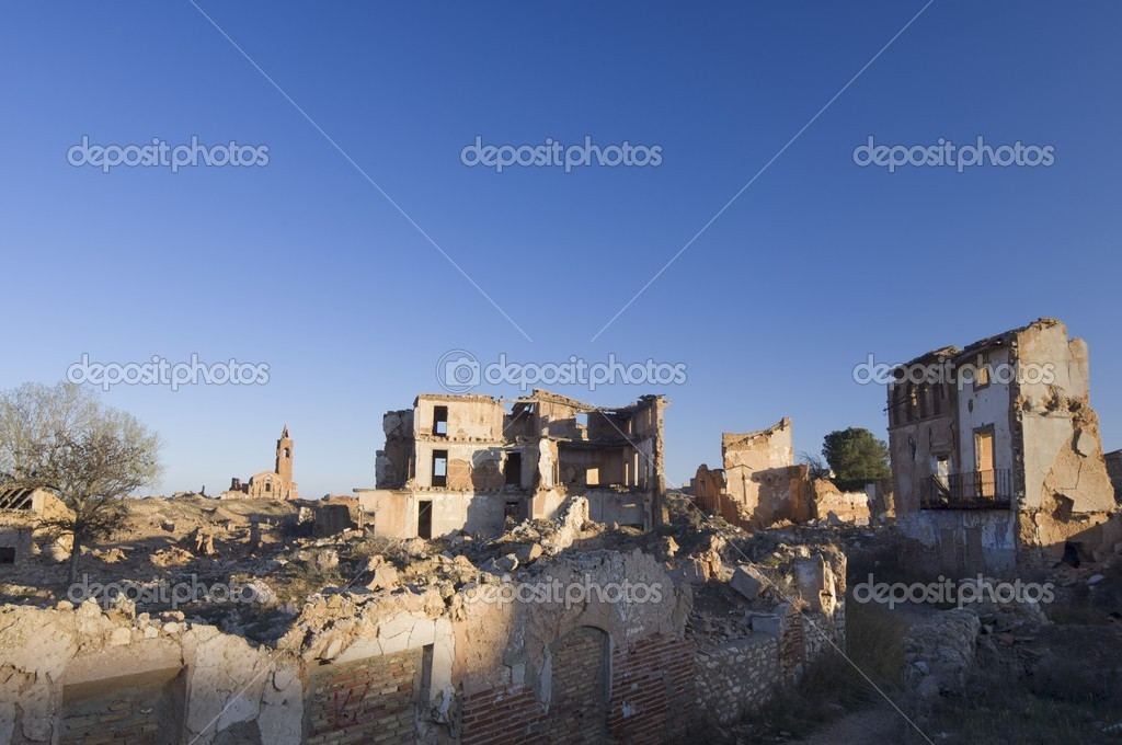 Belchite village destroyed in a bombing during the Spanish Civil War, Saragossa, Aragon, Spain — Stock Photo #8559162