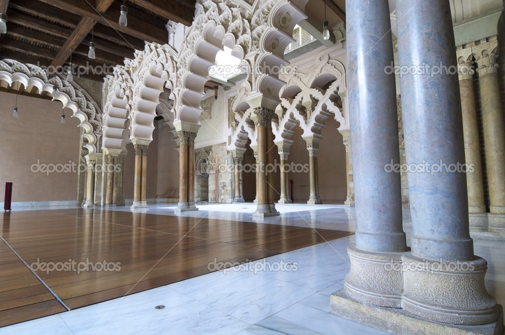 Taifal palace arches, Aljaferia Palace, Zaragoza, Aragon, Spain — Stock Photo #8687933