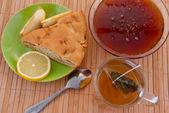 Pasta, çay ve bal — Stok fotoğraf