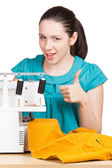 Girl in a blue dress on the sewing machine darning — Foto Stock