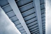 现代金属桥 — 图库照片