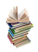 打开上一堆书在白色背景上的书 — 图库照片