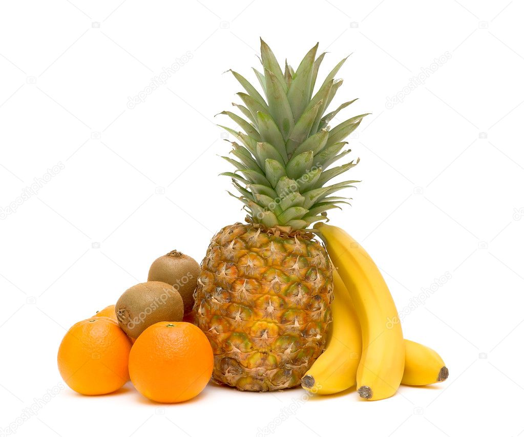Fresh fruit - pineapple, kiwi, oranges and bananas isolated on white close-up. — Stock Photo #8261006
