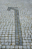 Cobbled road with arrow as background — Stock Photo