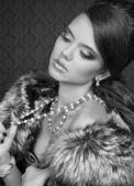 Chica de belleza romántica en blanco y negro. estilo retro — Foto de Stock