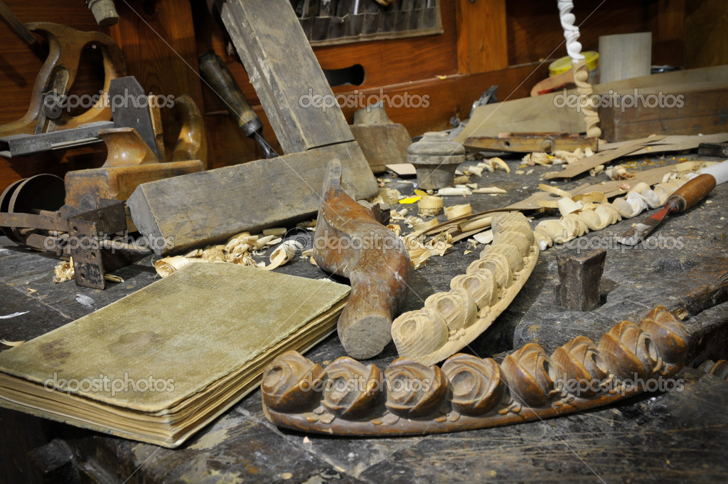 Woodworking tools of antique carpentry — Stock Photo #8219194