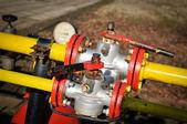 Manometer und ventil-öl-pumpe — Stockfoto