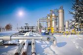 Petróleo y plantas de gas en invierno — Foto de Stock