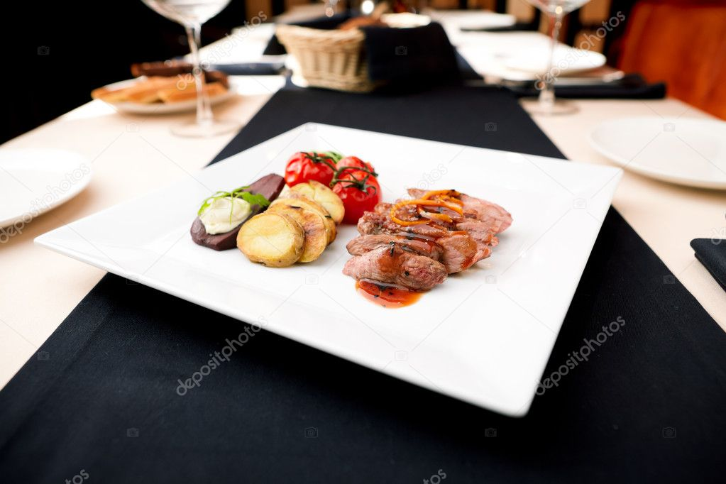 Roasted duck with pear,marinated in red wine and mascarpone rose — Stock Photo #10547983