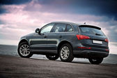 Luxury SUV rear view — Stock Photo