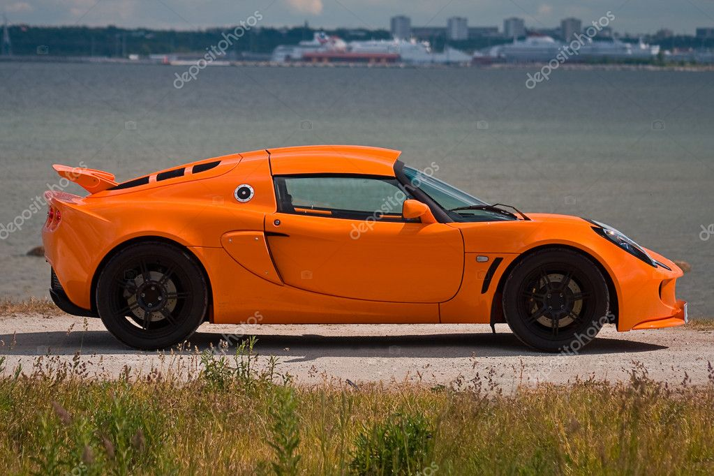 TALLINN, ESTONIA - JUNE 16, 2008: An orange Lotus Exige S side view — Stock Photo #9600219