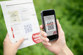 Scanning advertising with QR code on mobile phone — 图库照片