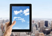 Hand Holds Tablet PC With Sky On Screen — Stock Photo
