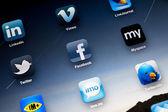 Social Media Apps on Apple iPad2 — Stock Photo