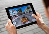 Play Asphalt 6 on Apple Ipad2 — Stock Photo
