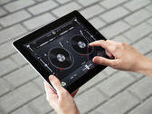 Mixing on Apple Ipad2 — Stock Photo