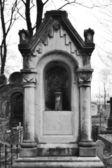 Antigo túmulo no cemitério nikolskoye — Fotografia Stock