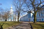 Smolny domkyrkan på en solig vårdag — Stockfoto
