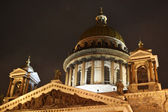 St. Isaak'c Cathedral at night in St. Petersburg — Stock Photo