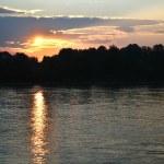 coucher de soleil sur la rivière neva — Photo