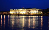 Night view of Academy of Arts in St.Petersburg — Stock Photo