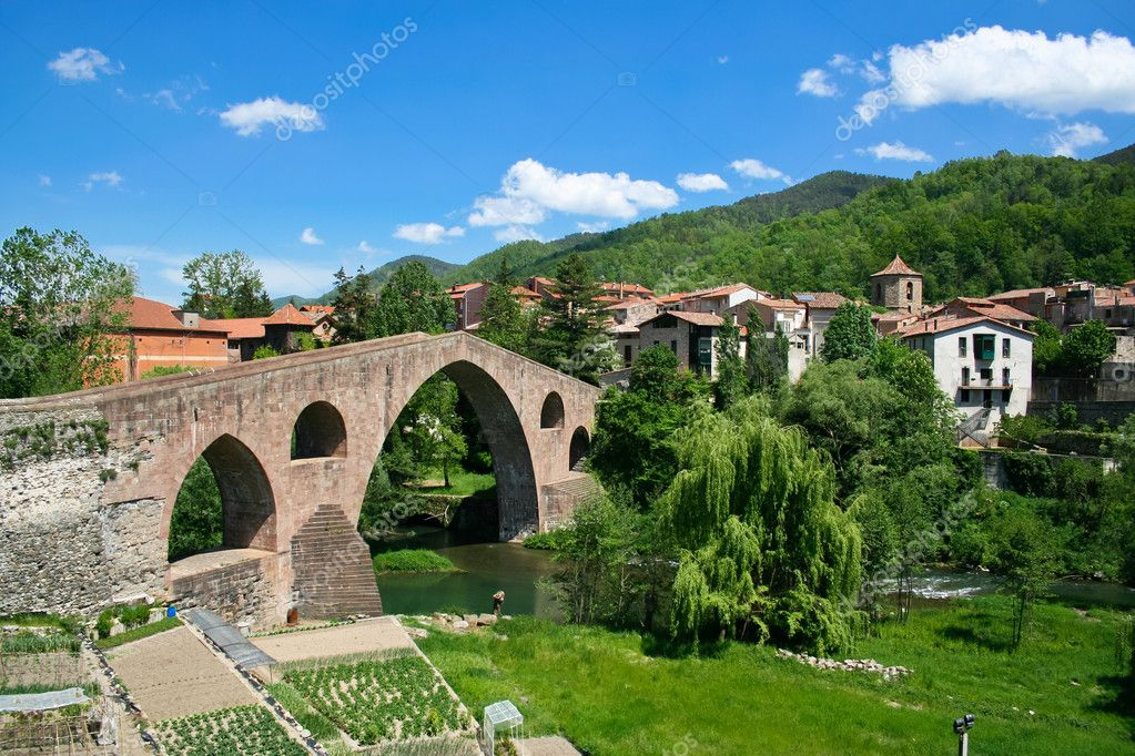 Beautiful view of small town in Catalonia - Sant Joan De Les Abadesses — Stock Photo #9840932