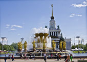 Moscow, fountain in exhibition centre — Stock Photo