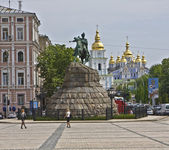 Kiev, Ukraine - May 06, 2010: monument to Bogdan Hmelnitskiy and — Stock Photo
