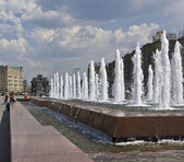 Moscow, Triumphal arch and fountains — Stock Photo