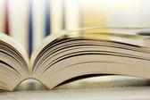 Sammansättning med böcker på bordet — Stockfoto