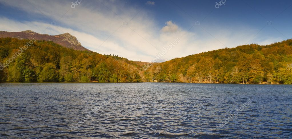 Lake Santa Fe, Montseny. Spain. Located in a beautiful setting of Barcelona. — Stock Photo #8039950