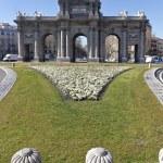 Puerta de Alcala. Alcala gate in Madrid — Stock Photo #9539283