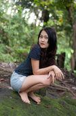 フォレスト内のアジアのタイの魅力的な女性 — ストック写真