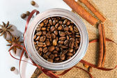 Open a bank with coffee beans lying on sackcloth and napkins — Stock Photo