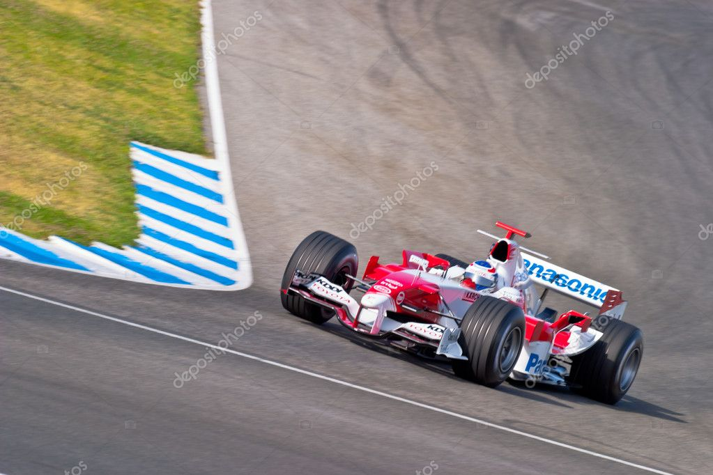 JEREZ DE LA FRONTERA, SPAIN - JUN 22: Olivier Panis of Toyota F1 races on training session on  June 22 , 2005, in Jerez de la Frontera , Spain — Stock Photo #8527730