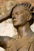 Womanly statue — Stock Photo