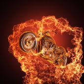 чоппер мотоцикл в огне — Стоковое фото