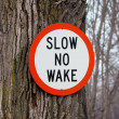 Slow no wake sign — Stock Photo