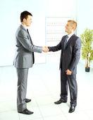 Business handslag och förtroende som tas från ovan — Stockfoto