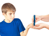 The boy is doing a test for diabetes — Stock Photo