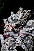 överhettad kol i lägereldar — Stockfoto