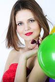 Ljusa vackra flicka med luft ball — Stockfoto