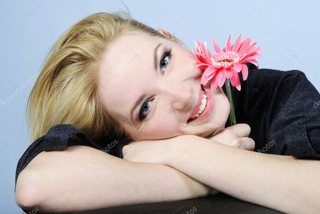 Portrait of the young beautiful girl with flower — Stock Photo #8573307